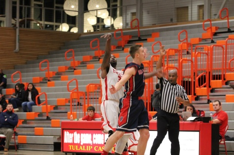 Men's Basketball Defeated by Bellevue 81-69