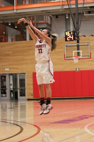 Lady Trojans Dominate the Tritons 85-44
