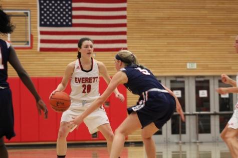 Women's Basketball Suffers a Tough Loss to Bellevue 71-61