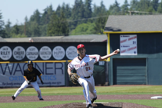 Aaron Patterson delivers a pitch during Everetts win over Walla Walla.