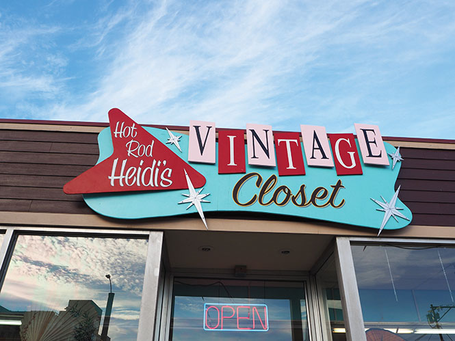 The sign for Hot Rod Heidi's Vintage Closet. The store is located on 3101 Hewitt Ave, Everett WA.