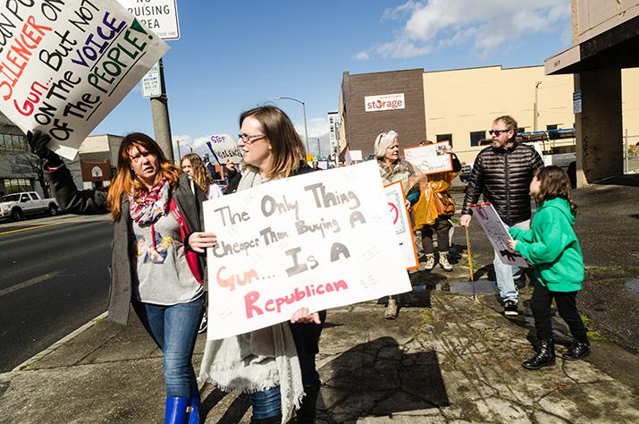 People+walk+down+Colby+Avenue+in+Everett.