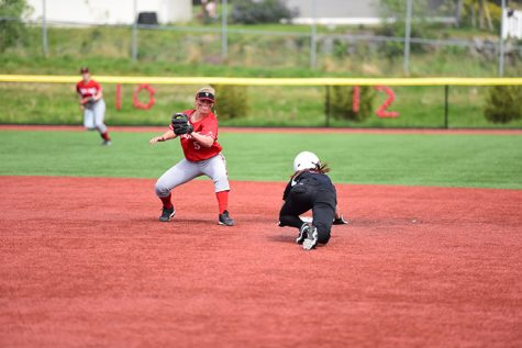 Trojans Softball Beats Shoreline in Game 1 of Double-Header