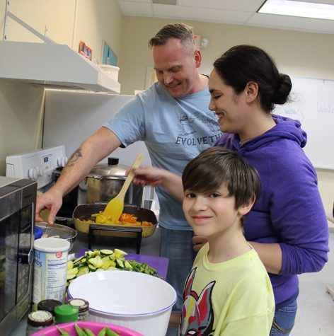 Community Kitchen Club Hosts its First Dinner of the Year