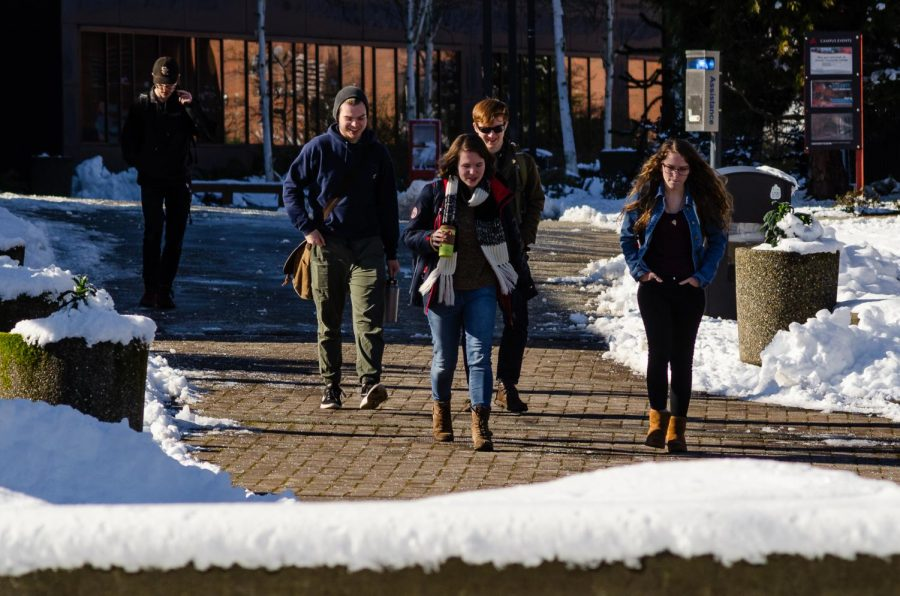 Students+return+to+re-opened+campus+after+record+snowfall+in+the+Pacific+Northwest+caused+several+days+of+campus+closures+and+late+starts.+