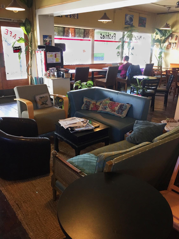 Cafe+Zippy%27s+lounge+area
