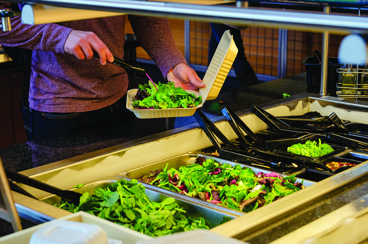 The+salad+bar+offers+fresh+vegetables+and+toppings+daily.