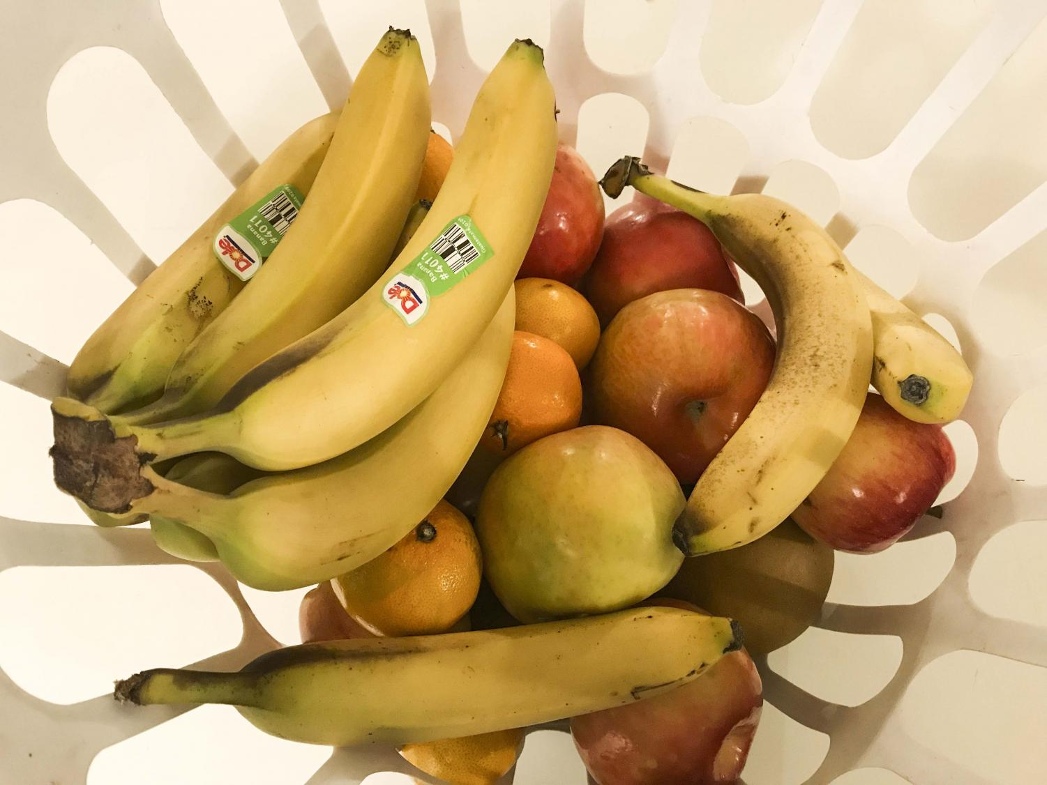 A bowl of bananas, apples and oranges, delicious and nutritious snacks for on and off campus.