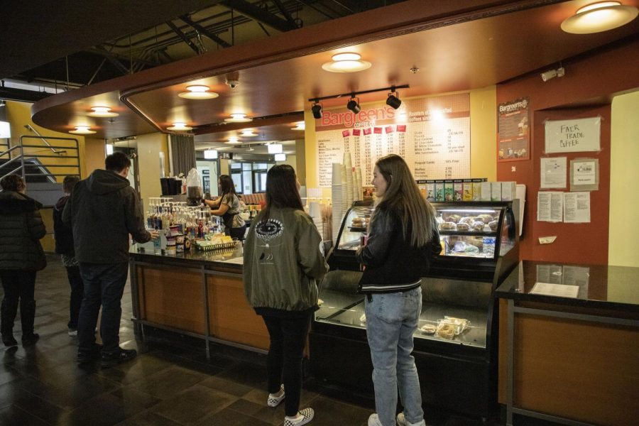 EvCC+students+wait+in+line+to+order+from+Bargreen%27s+espresso+stand+located+in+Parks+Student+Union.+