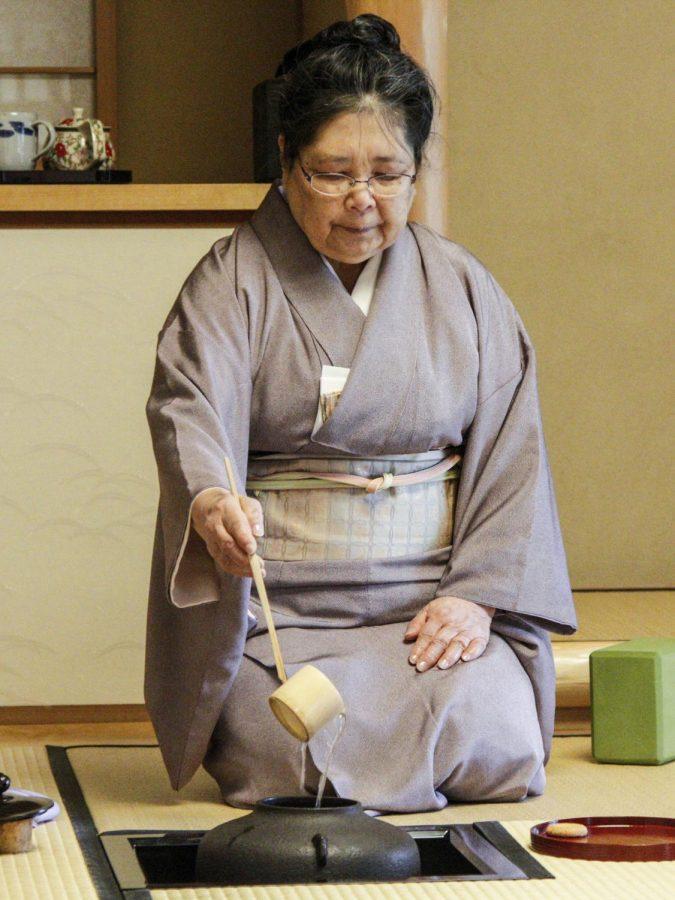 Masaye Nakagawa, pouring hot water per chado tradition during a tea lesson.