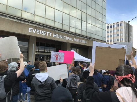 A crowd of peaceful protesters in front of the Everett Municipal Building gathered to hear from the protest's speakers.