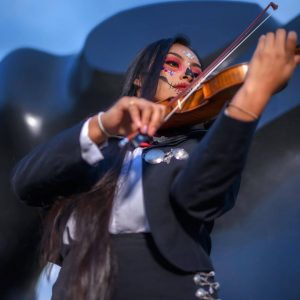 In addition to singing, Ruby Rosario-Méndez also plays the violin.